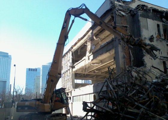Z Sezamu zostały ruiny. Trwa rozbiórka budynku