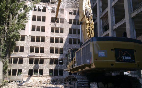 Rozbiórka budynków na terenie dawnych Zakładów Lamp Elektrycznych im. Róży Luksemburg