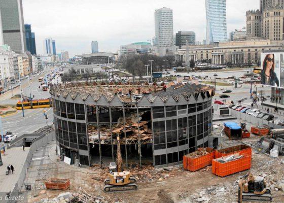 Tak znika kultowa budowla w Warszawie, aby mogła powstać w nowej, odmienionej wersji.