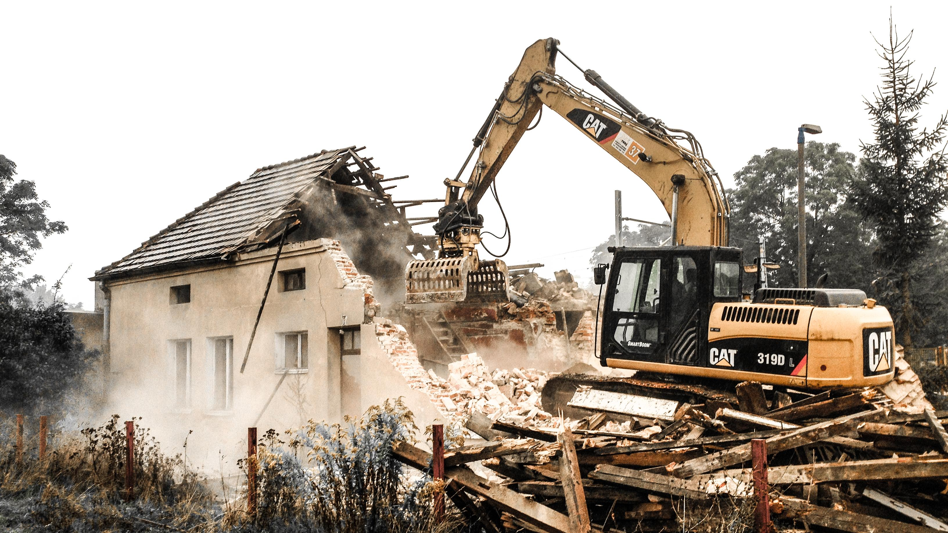 rozbiórka domu koparka grupa tree