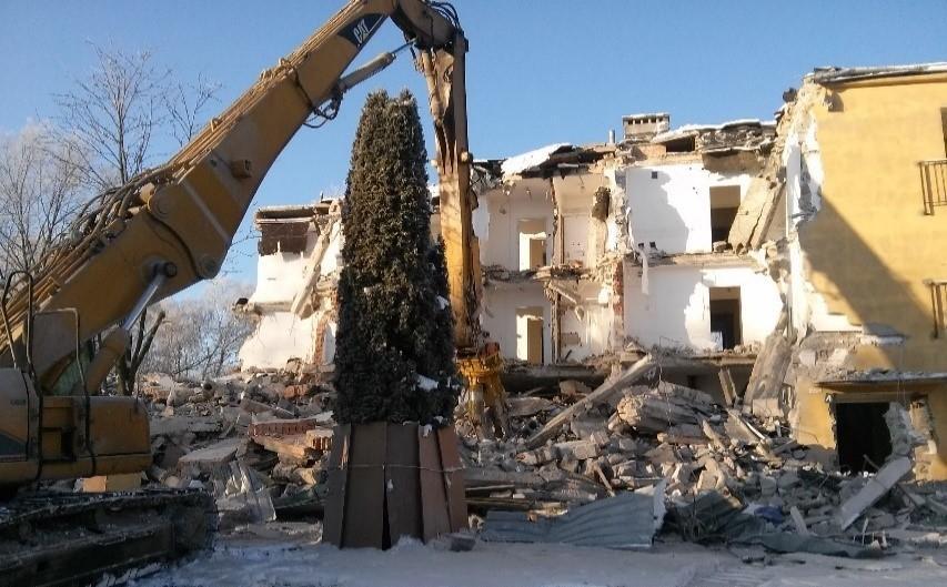 Prace rozbiórkowe budynków zlokalizowanych na terenie Portu Lotniczego im. F. Chopina w Warszawie oraz prace przy ul. Na Skraju w Warszawie