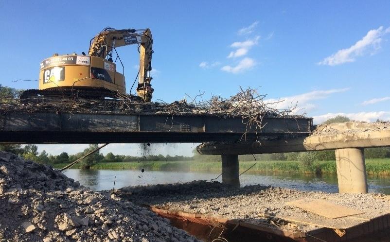 Rozbiórka mostu przez rzekę Wartę w miejscowości Warta - Grupa TREE
