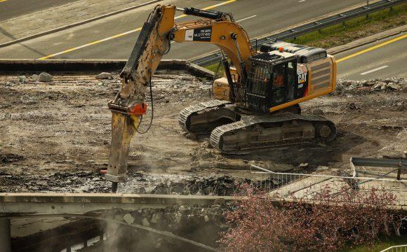 Rozbiórka wiaduktu wzdłuż ul. Ostrobramskiej nad Al. Stanów Zjednoczonych w Warszawie